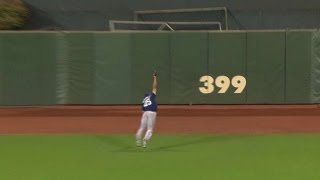 Venable lays out for great diving grab in 12th