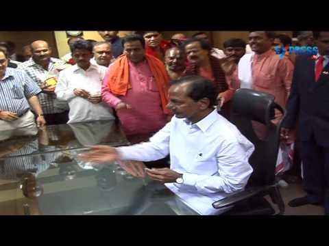 Telangana Chief Minister K Chandrashekar Rao first day at office - Express TV