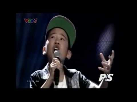 Cậu bé hát 'Gặp mẹ trong mơ' khiến Hiền Thục rơi nước mắt