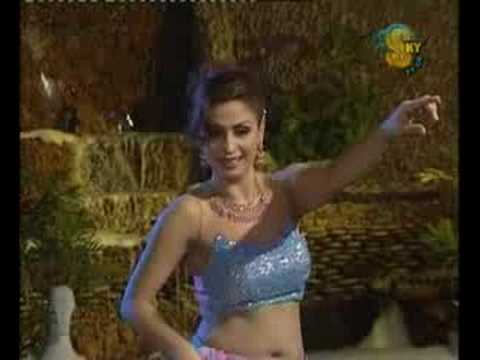 Nida Chaudhry, Baahon Mein Chale Aa, Mujra video