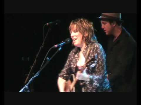 Lucinda Williams - Concrete And Barbed Wire