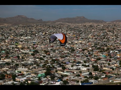 Amor Por Juarez. Paramotor flight along the border