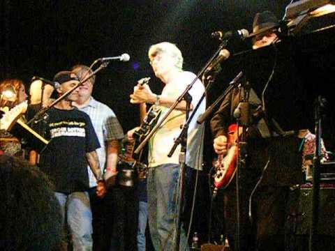 Roger McGuinn singing Pete Seeger's