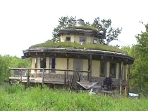 Organic living grass house off the grid canada 2008 youtube for Living off the grid house plans