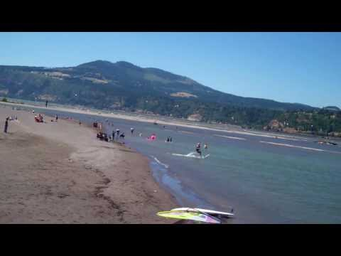 Hood River Oregon Kite Surfers