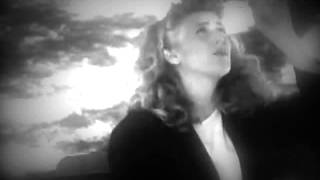 Watch Sophie B Hawkins As I Lay Me Down video