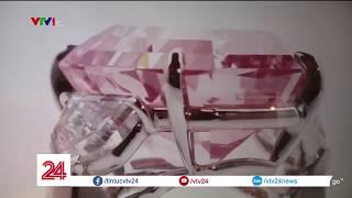Chiêm ngưỡng viên kim cương hồng cực kỳ hiếm | VTV24
