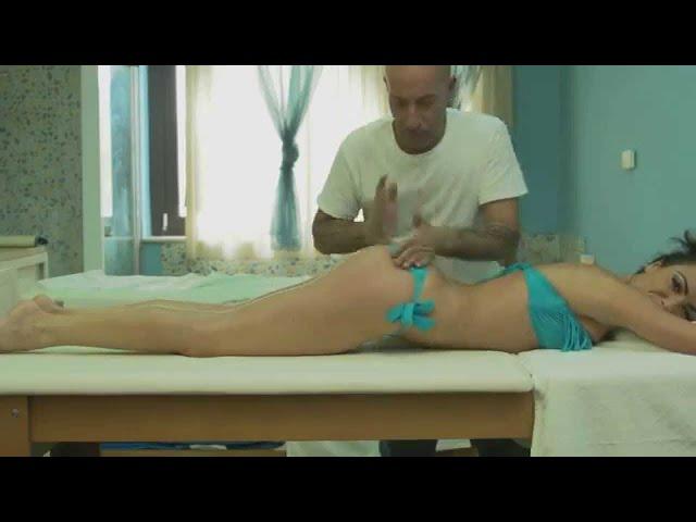 L'assolo di Ciccio Merolla sul corpo dell'attrice - ['o bongo] Ciccio Merolla