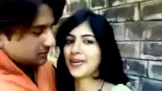 قبلة ساخنة العربية ♥ أبو ظبي فتاة جميلة مع صديقها ♥ Hot Kiss of love 2016 مشهد ساخن