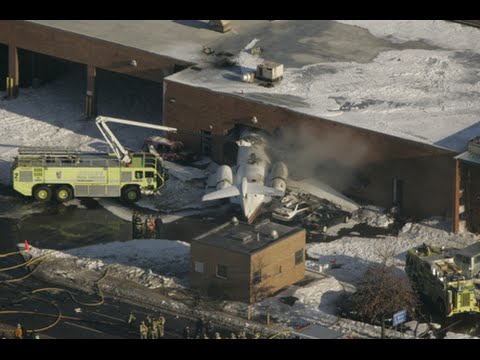 Airplane crashes into building at Kansas Wichita airport