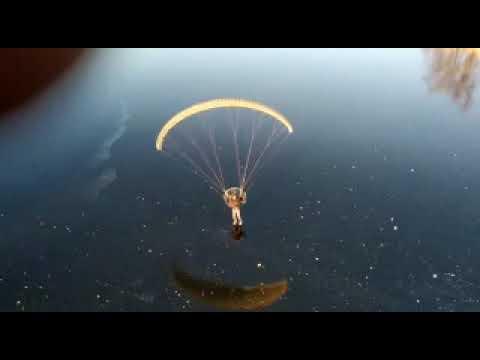 В Ивановской области парапланерист показал чудеса пилотажа,  за минуту дважды пролетев под мостом (видео)
