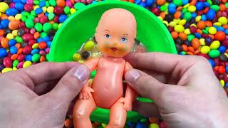 Mixing Candy with Finger Family Sing-Along Nursery Rhymes Baby Songs #RainRainGoAway