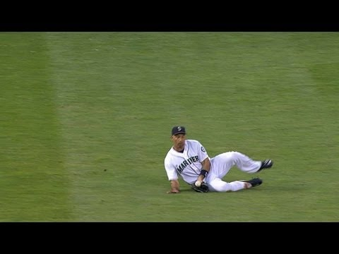 TOR@SEA: Ibanez makes a pretty sliding catch in left