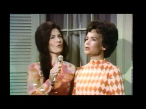 Loretta Lynn - If I Could Hear My Mother Pray Again