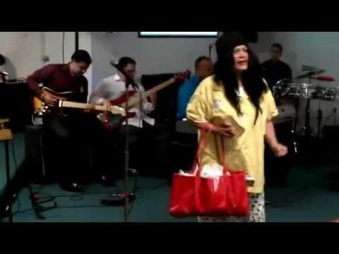 La Loca Del Barrio ----- Por la Hermana Iris Vega