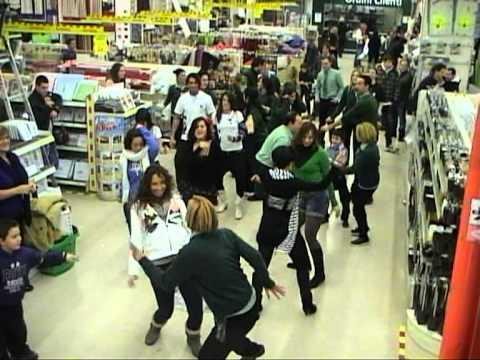 Leroy merlin roma laurentina fifty flash mob 14 12 - Leroy merlin venta flash ...