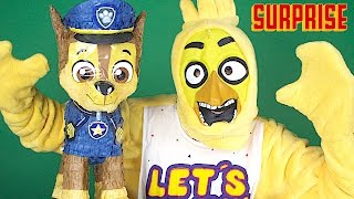 Giant Paw Patrol Surprise with Chica