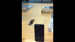 Jailbreaking the iPhone @ the Apple Store