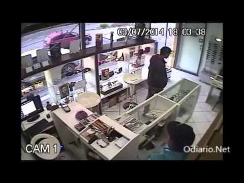 [Assista imagens do assalto] Assaltantes trocam tiros com a BM após roubo a relojoaria em Ivoti