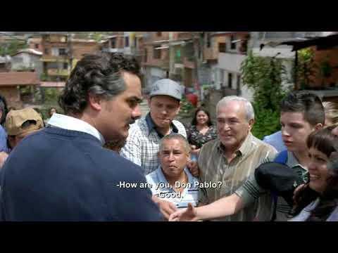 Пабло Эскобар раздает беднякам подачки (сериал Нарко, 2 сезон, 1 серия)