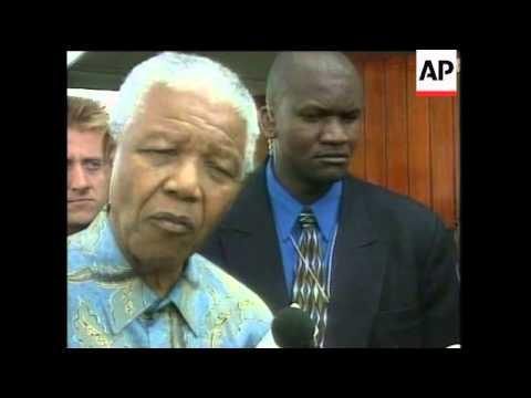 SOUTH AFRICA: NELSON MANDELA MEETS ZULU CHIEFS