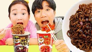 보람이의 뽀로로방에서 짜장면 먹기 놀이 Boram and Pororo Black Noodle