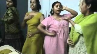 විසේකාර කෙල්ලෝ ටිකක් නටන නැටිල්ල College Hostel Days Dance