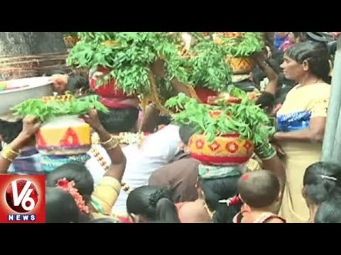 Huge Demand For Clay Pots On Eve Of Bonalu Festival Celebrations | Hyderabad | V6 News