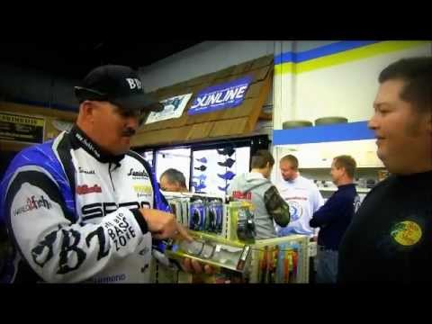 Spro pro Bill Siemantel's BBZ swimbait tips to a fan
