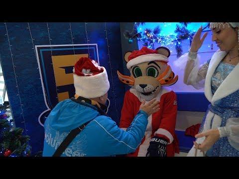 Лео в костюме Деда Мороза разыграл болельщика