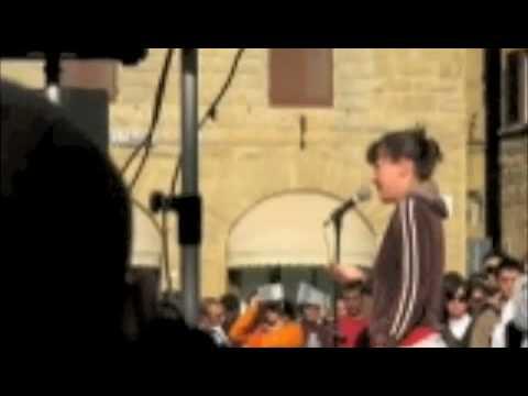 Sabina Guzzanti in piazza Signoria a Firenze 6/11/2008 parte 3/3
