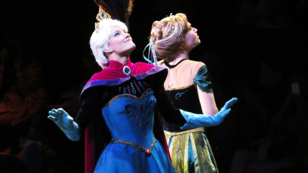 Queen Elsa Coronation with Princess Anna and Hans at