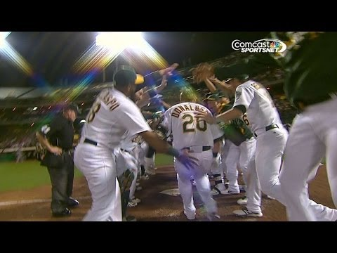 Donaldson sends a walk-off home run to left