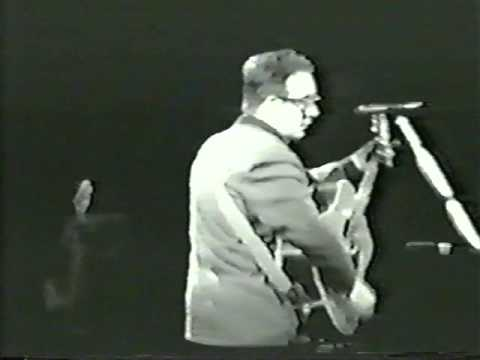Elvis Costello - Lovable