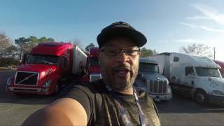 A closer look AT MY 2017 kenworth t680 PROS AND CONS OF KW T680 w/us xpress