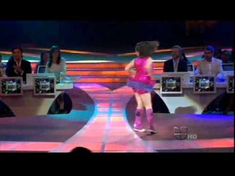 KARLA bailando Merengue  en Pequeños Gigantes