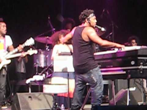 D'ANGELO'S SURPRISE SET @ BONNAROO 2012!