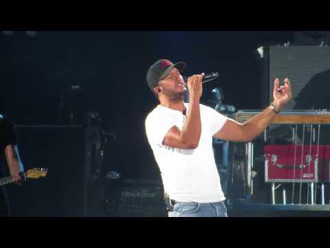 Download Lagu  Luke Bryan singing - Sunrise, Sunburn, Sunset Live in concert at Fenway Park 7/6/18 Mp3 Free