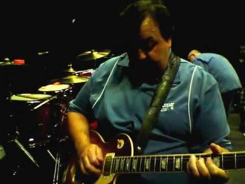 Frank Johns of Gibson USA demoing 'something new' from EMG Pickups (Nashville Tone Showcase 2012)