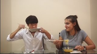 Download Lagu Indonesian Food Taste Test! Rendang, Keripik Maicih, Indomie, dll Gratis STAFABAND