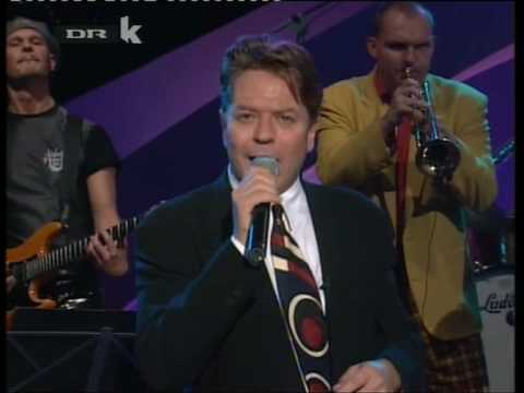 Robert Palmer - Addicted To Love (live)
