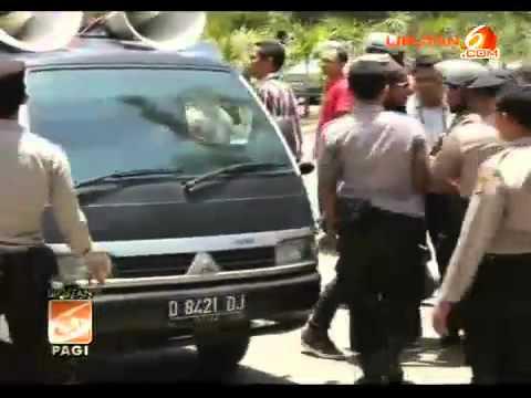 Video] Demo Kapolres Bima Nonton Tari Telanjang Ricuh video