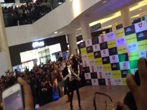 Sunny Leone At Viviana Mall, Thane video