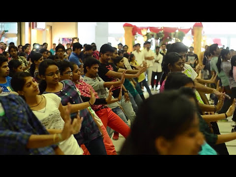 Flash Mob at Centre Square Mall, Kochi on Valentines day - Brahma 2014 - Full Video HD