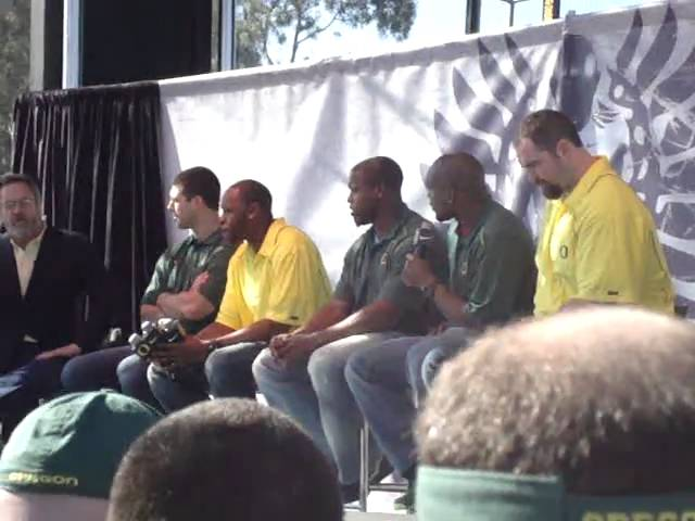 Joey Harrington interviewed by Dan Fouts at Oregon roundtable part 1  1-09-2011