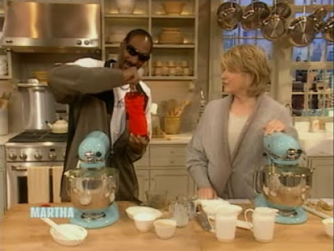 Snoop makes Mashed Potatoes | Snoop Dogg | Martha Stewart