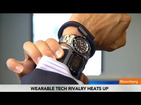 Apple's iWatch Gets Ahead in Wearable Tech Race