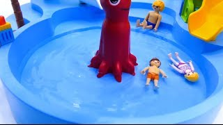 Toys Play Time GIANT MEGA T-REX vs KING KONG Water Park Attack Dinosaur Toy Story Action Movie 2018