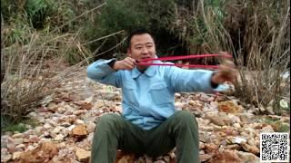 男子逃亡野外靠弹弓狩猎为生《绝命逃亡4片段节选》