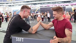 Michael SMOLIK vs. KSFREAK - Armdrücken CHALLENGE & mehr ׀ ARM WRESTLING
